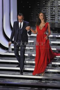Carlo Conti e Madalina Ghenea-Sanremo 2016