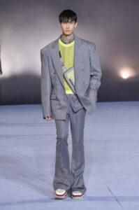 balmain paris; moda; fashion runway; runway; fashion system; fashion mood; fashion vibes; balmain; pantone 2021; pantone; colore dell'anno; pantone illuminating; pantone ultimate gray